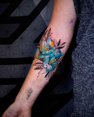 קעקוע פרחים כחולים - קעקועיזם